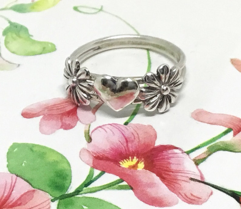Statement Ring Handcrafted Ring .925 Sterling Romantic Ring Valentine Gift Sterling Silver Valentine Daisy Heart Ring