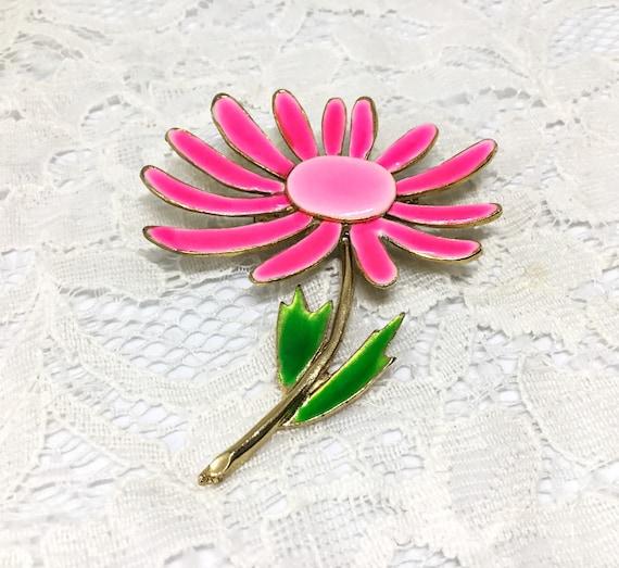 Pink Daisy Pin/Vibrant Pink Flower/Midcentury Metal Flower/Vintage Brooch Pin/Pink & Green Enamel/Green Leaves/Goldtone/Sweet Vintage Flower