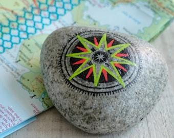 Travel Stone // kompas steen // cadeau voor reiziger // afscheidscadeau // vriendschapscadeau // talisman  // rood, groen, zwart