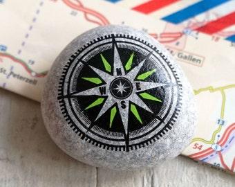 Kompas steen // Travel Stone // cadeau reiziger // afscheidscadeau // bescherming op reis // talisman // beschilderde steen // navigatie
