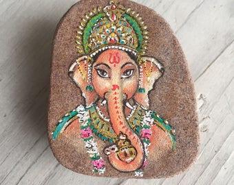 Ganesha // bescherming reiziger // Travel Stone // zandsteen India // beschilderde steen // afscheidscadeau // olifant // Ganesha kunst