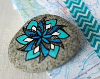 Travel Stone // cadeau voor reiziger // afscheidscadeau // vriendschapscadeau // reisamulet // talisman // grafisch // turquoise, blauw