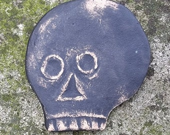 Tiny Skull Detail from 1700's Colonial Pennsylvania Gravestone - Small Item for Collage or Nook - Gift for History or Genealogy Lover