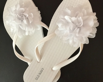 e875341df044 Wedding flip flops for guests