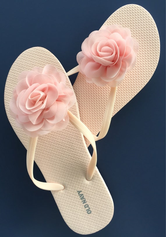 8adc0c4739d0 bridal flip flops bridesmaid flip flops gift bridal shower