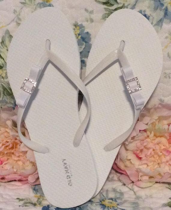 81115d7fcbb64 Bridal flip flops Wedding bridesmaid gift bridal party