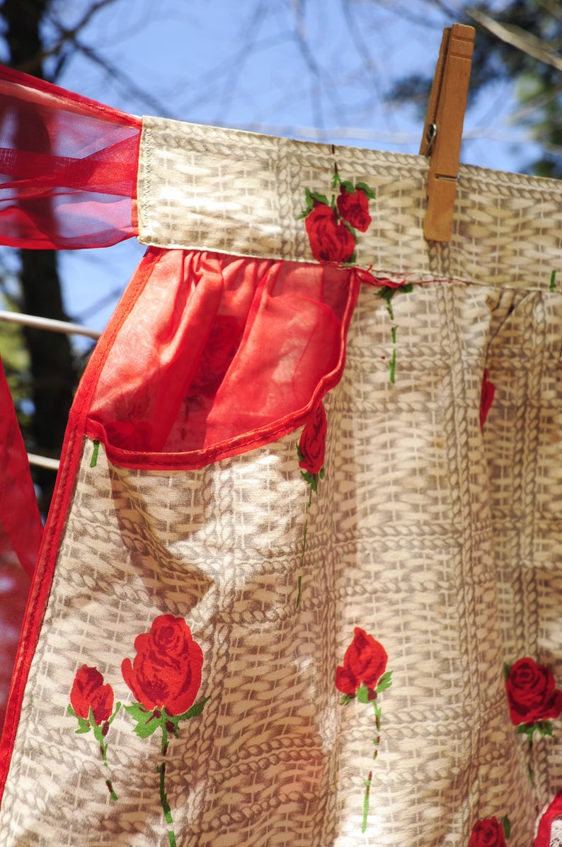 VTG 50/'s  Reversible Red Rose Floral Print /& Red Illusion  Half Hostess Holiday Apron