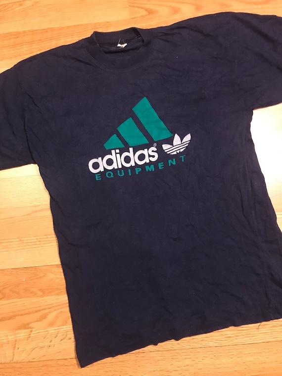 Équipement de village Adidas T-shirt taille petit
