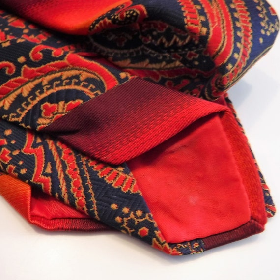 New genuine WEMBLEY brown//gray shades// red or multi color men/'s tie