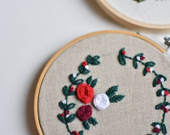 Christmas decorative embroidery with floral Christmas wreath - One of a kind, ready to go
