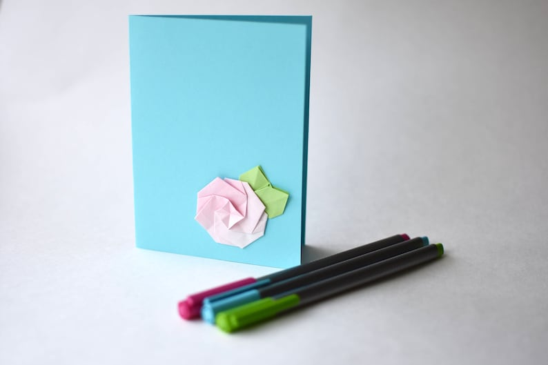 Origami flower card pink with white gradient flower in image 0