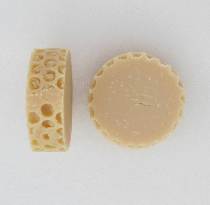 Honey Salt Shampoo Bars Honeycomb style Kentish rain/Honey image 0