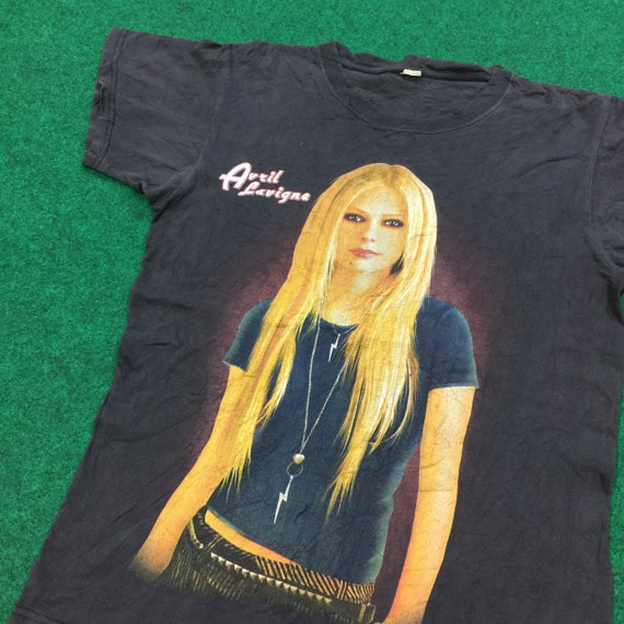 Vintage 90's Avril Lavigne T-Shirt