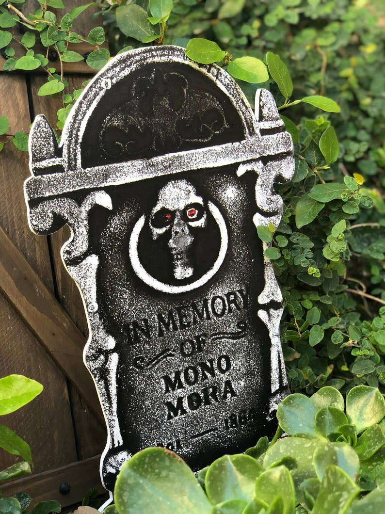 18 Inch Tall In Memory Grave Stone Halloween Yard Decoration