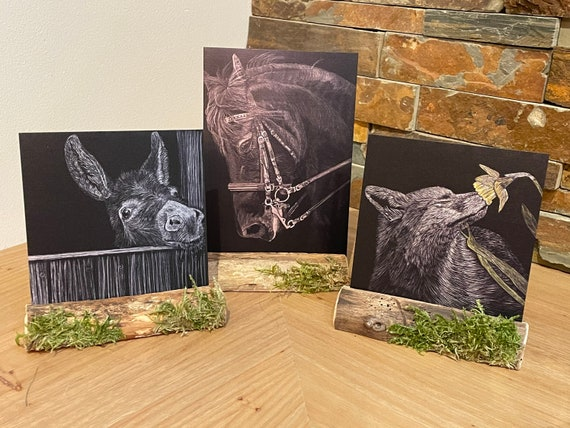 Get crafty with your art!  2D metal images in a wooden decorative stand!! Chose from 3 images!