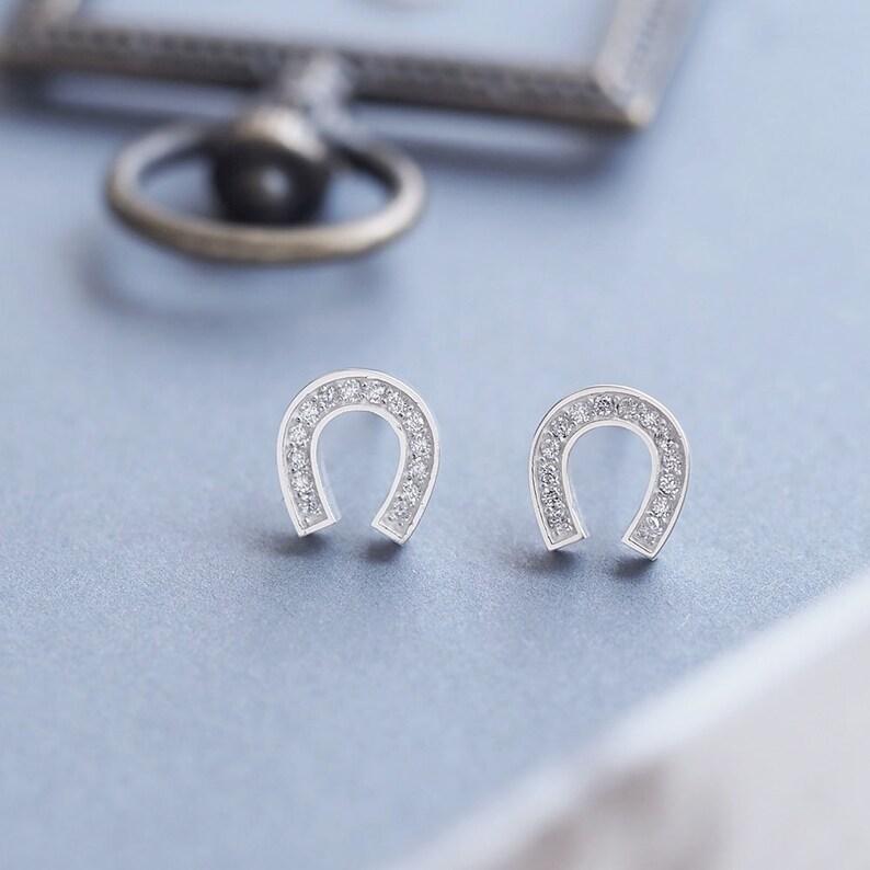 Lovely Sterling Silver Horseshoe 9mm Earring Studs In Gift Box Biżuteria i Zegarki Sztuczna biżuteria