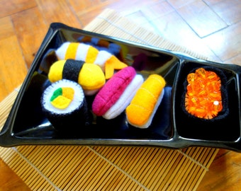 Sushi felt playfood set for pretend play with roe, maki, tamago, salmon, tuna and shrimp