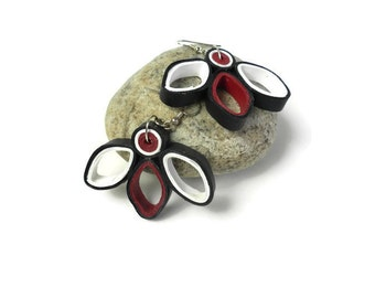 Quilling red, black & white dangling earrings  - Quilling jewelry - Unusual earrings - Quilled earrings - Paper quilling - modern earrings