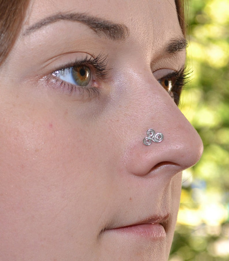 Nose stud 18g Nose jewelry Gold nose stud Nose Ring Nose stud Nose piercing Tiny stud nose ring Nostril ring