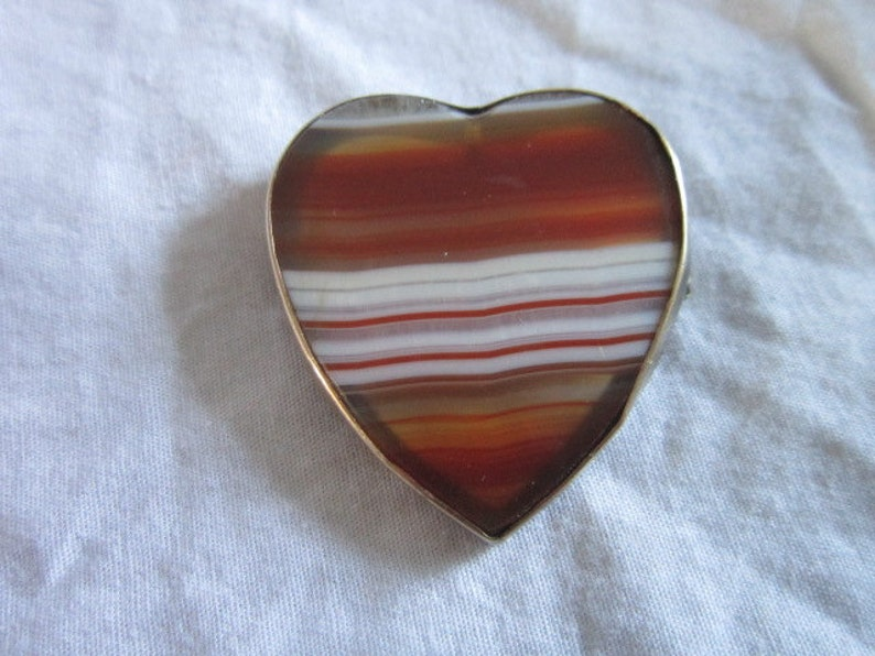 Wow! Antique 10K wrapped Gold Real Fancy Banded Agate Heart Shaped Brooch