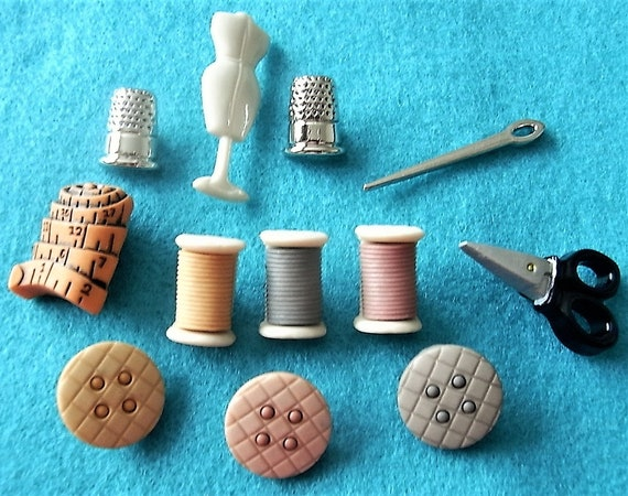 THINGS THAT GO ZOOM 10 PIECES DRESS IT UP BUTTONS CRAFTS//CARDMAKING