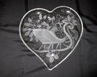 Vintage Holiday Sleigh Crystal Heart Serving Dish by Home Beautiful WY022/650 embossed Christmas Plate Holiday Santa Sled Large Tray