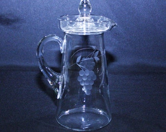 Antique Clear Glass Lidded Pitcher with Etched Grape Vine Motif – EAPG era 32oz covered carafe lemonade water Barware Martini Vintage