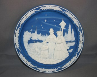 Vintage Evening Carolers 3rd Plate in the Christmas Cameos by Incolay Studios, Made in USA, Blue Lapis Stone Holiday Charger No 1600A