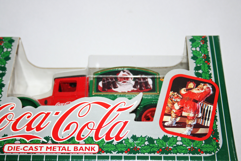 ERTL-COCA COLA COKE 1931 HAWKEYE BOX TRUCK SANTA 1993  DIECAST BANK