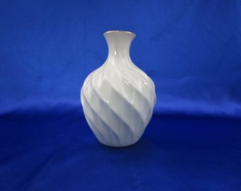Vintage Lenox Bud Vase China Richmond Pattern 24K Gold Trim Flower Vase circa 1985 Made in USA Diamond Swirl Small Neck Vase