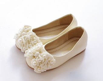 Off white girls shoes toddler flower girl shoes youth girl ivory flower girl shoes toddler girl shoespearl party shoespear bow girls shoes mary jane shoes genuine leather off white shoes for girls mightylinksfo