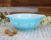 Turquoise Pyrex bowl Amish Butter print Large bowl 4 Quart Pyrex Butter Print