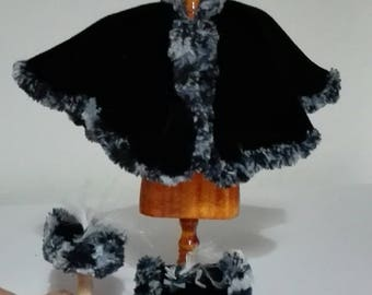 Layer in black velvet adorned with boa, scale 1:12. Dollshouse miniature.