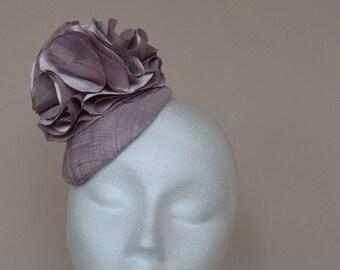 Lilac fascinator. Purple fascinator. Lilac wedding hat. Lilac mini hat. Purple Ascot hat. Purple Derby hat. Ladies day hat.