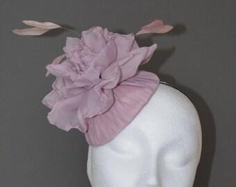 Dusky pink flower hat. Pink wedding hat. Pink flower fascinator. Pink flower hat. Pink Ascot hat. Pink Derby hat.