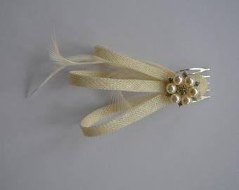 Ivory hair comb. Ivory wedding hair comb.Cream fascinator comb. Bridal hair comb. Wedding fascinator White wedding hair clip Hair accessory.