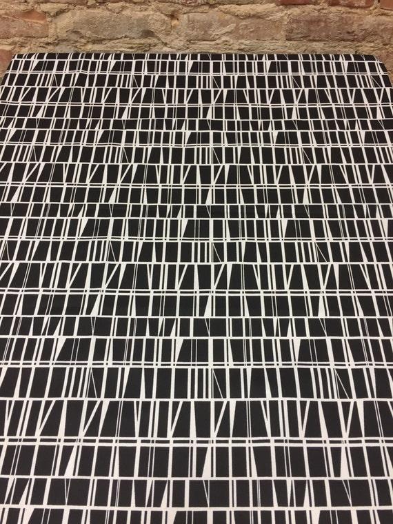 nappe en noir et blanc motif g om trique style moderne etsy. Black Bedroom Furniture Sets. Home Design Ideas