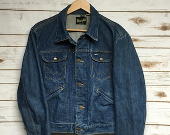 acc106dca5 Vintage 70 s Wrangler Denim Jacket distressed faded worn in denim jean  jacket short 4 pocket cowboy hippie Made in USA - 42 Small Medium