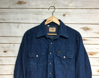 e4b0f844115 Vintage 70 s 80 s Lee Peal Snap denim shirt jean shirt Made in USA Union  Made Lee Vintage workwear Western shirt Dark Wash - Large