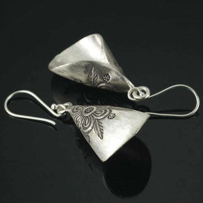 HIZE ER095 Thai Karen Hill Tribe Silver Tribal Flower Floral Cone Roll Dangle Earrings 17mm