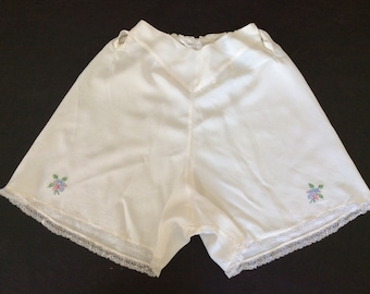 8afddd9cdd 1930 s Vintage French Knickers Crepe De Chine.. Cream Hand Embroidered  Flowers