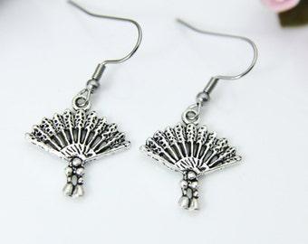 Little hand fan earrings