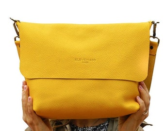 Leather Crossbody bag with removable strap. Available in 16 colors!  Handcrafted. UN Original.