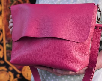 Leather Crossbody Bag. Available in 16 colors! UN Original.