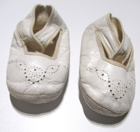 1940s Vintage Baby Shoes Mary Janes White/Off-Whit