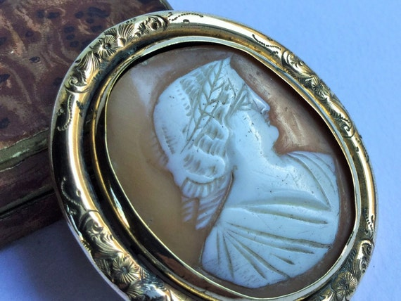Large antique Victorian cameo brooche, victorian j