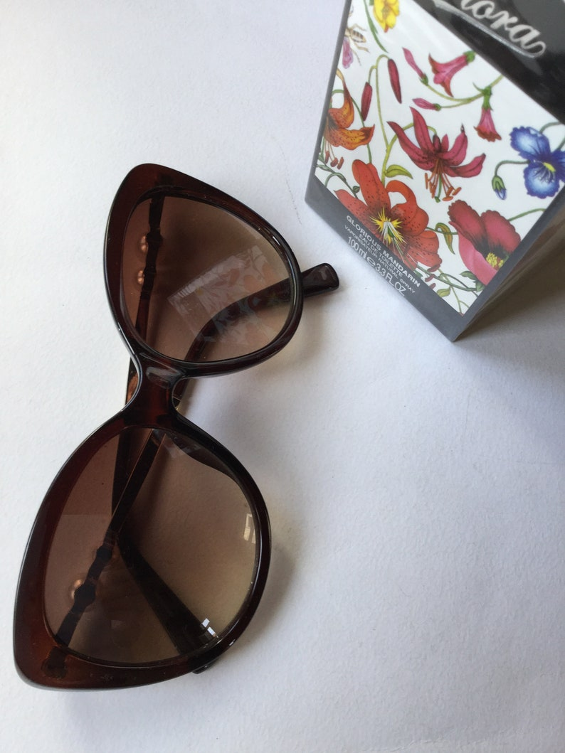 Vintage 1970s Brown Pearls Woman Sunglasses