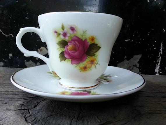 Lirio del Valle de taza de té China Vintage