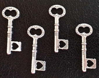 5 Medium Size Antiqued Silver Heart Skeleton Key Charms | 2186