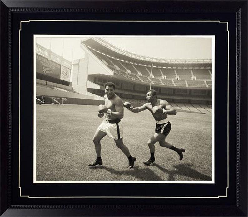 ffaa69611df13 20x24 Deluxe Frame - Muhammad Ali